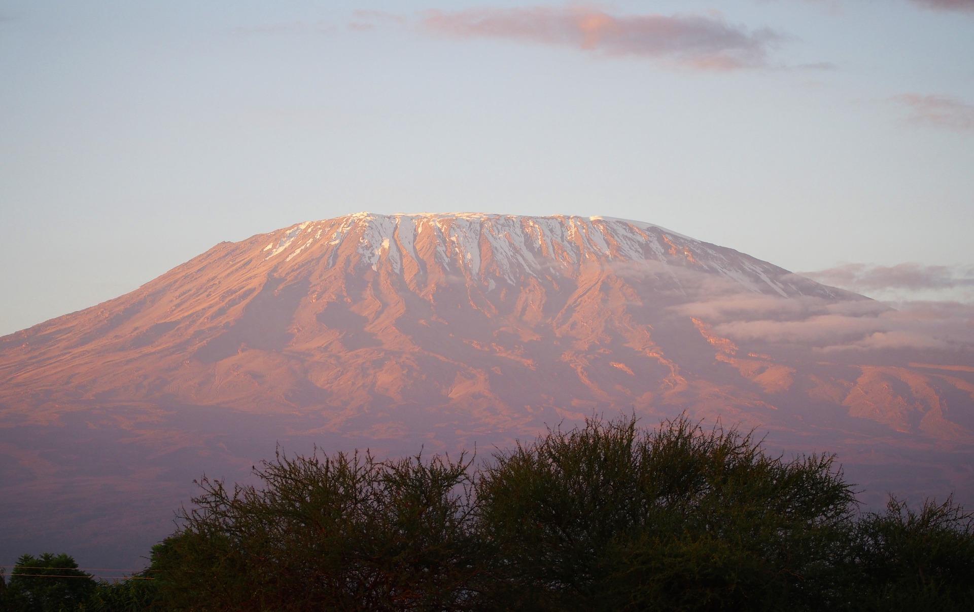 kilimanjaro-1203937_1920